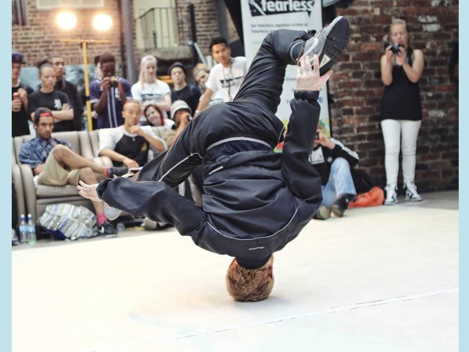 Breakdancer-hellblau