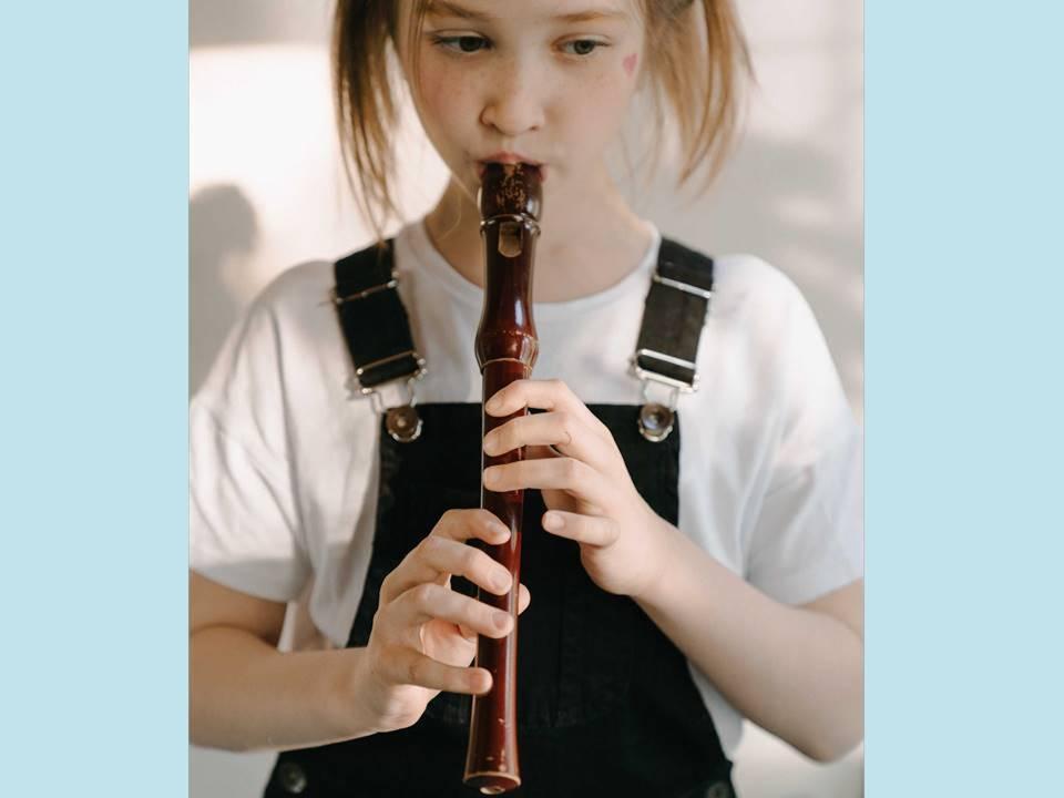 Mädchen Flöte hellblau