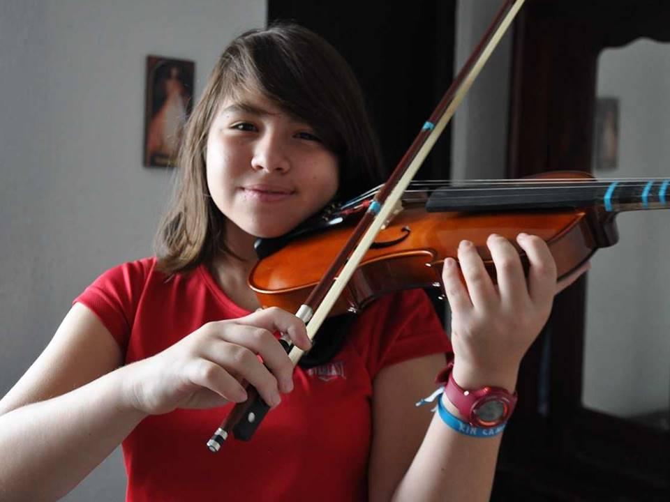 Mädchen-Violine-geschnitten